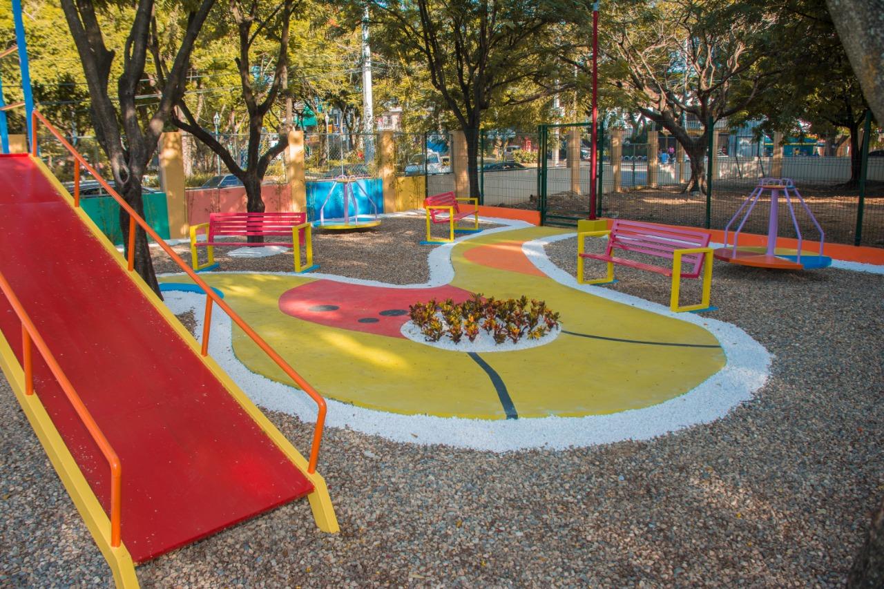 Alcalde Abel Martínez entrega parque infantil en la comunidad La Otra Banda con fondos del presupuesto participativo