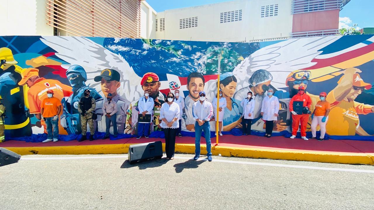 Alcaldía Santiago inaugura gigantesco mural en honor a los héroes del coronavirus Covid-19