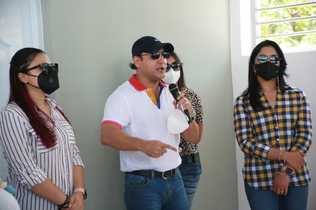 Abel Martínez reitera compromiso con Santiago entregando obras por diversos sectores