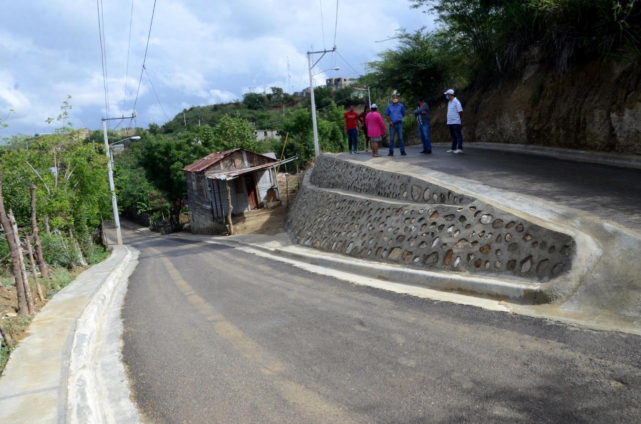 Alcaldía Santiago entrega obras básicas a la comunidad Villa Hortensia La Herradura