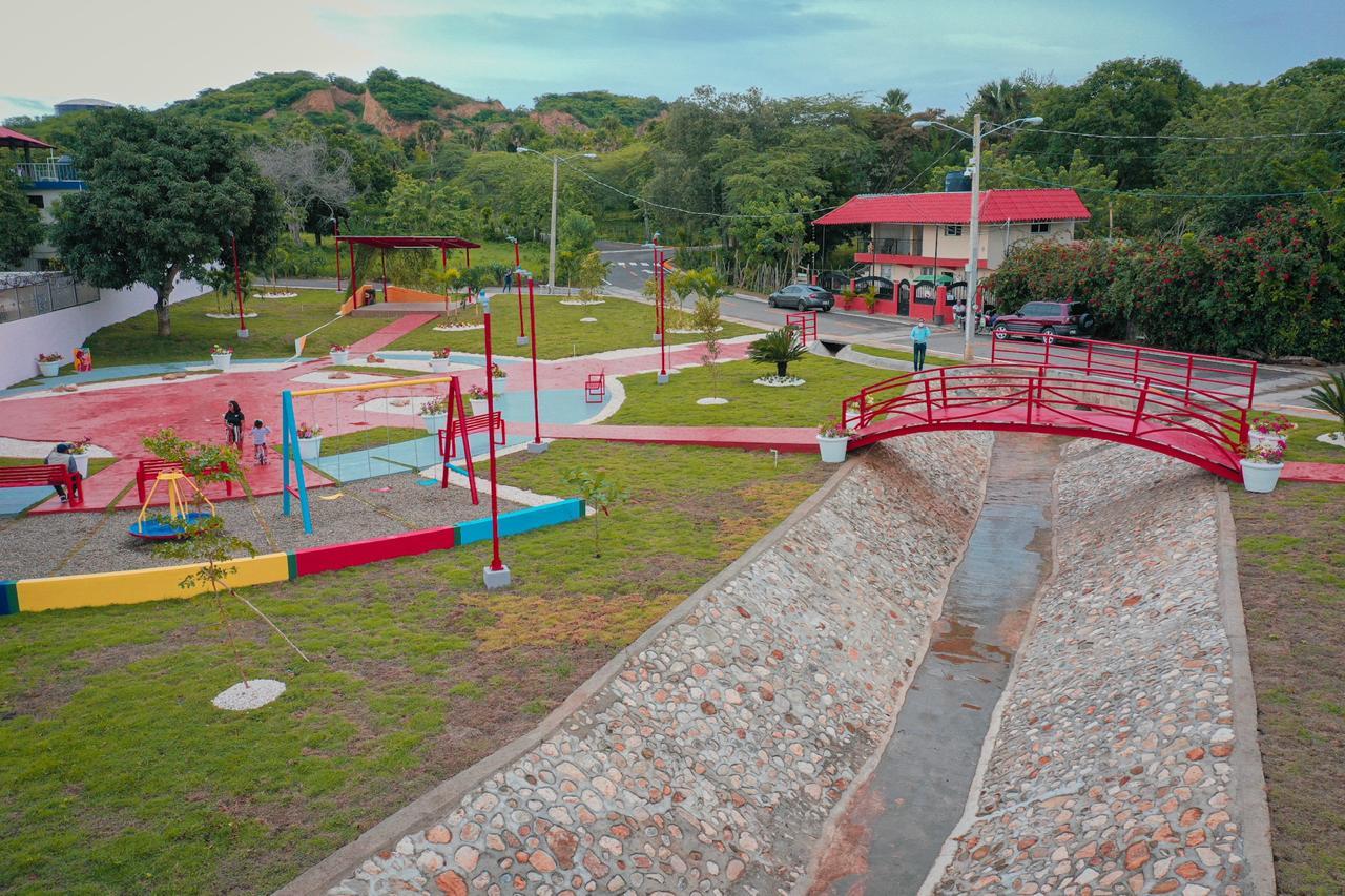 Abel Martínez inaugura un bello y hermoso parque en la urbanización Jardines del Yaque