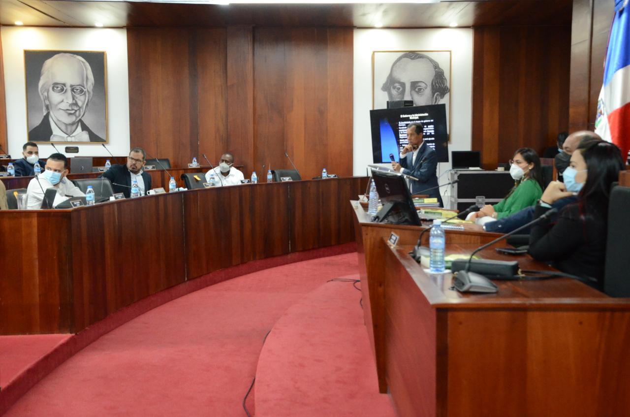 En este momento estás viendo Ayuntamiento de Santiago realiza importante seminario sobre buenas prácticas