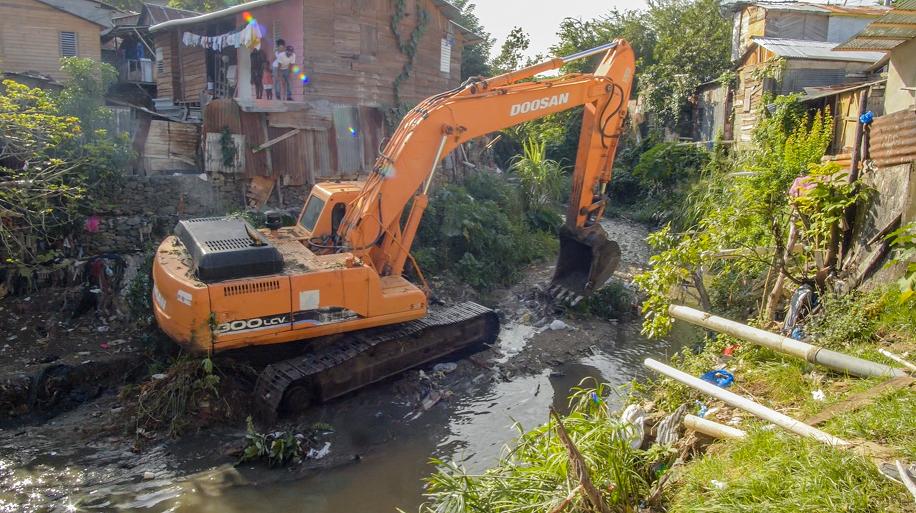 En este momento estás viendo Alcaldía Santiago inicia construcción muros de gaviones en Arroyo Hondo Abajo
