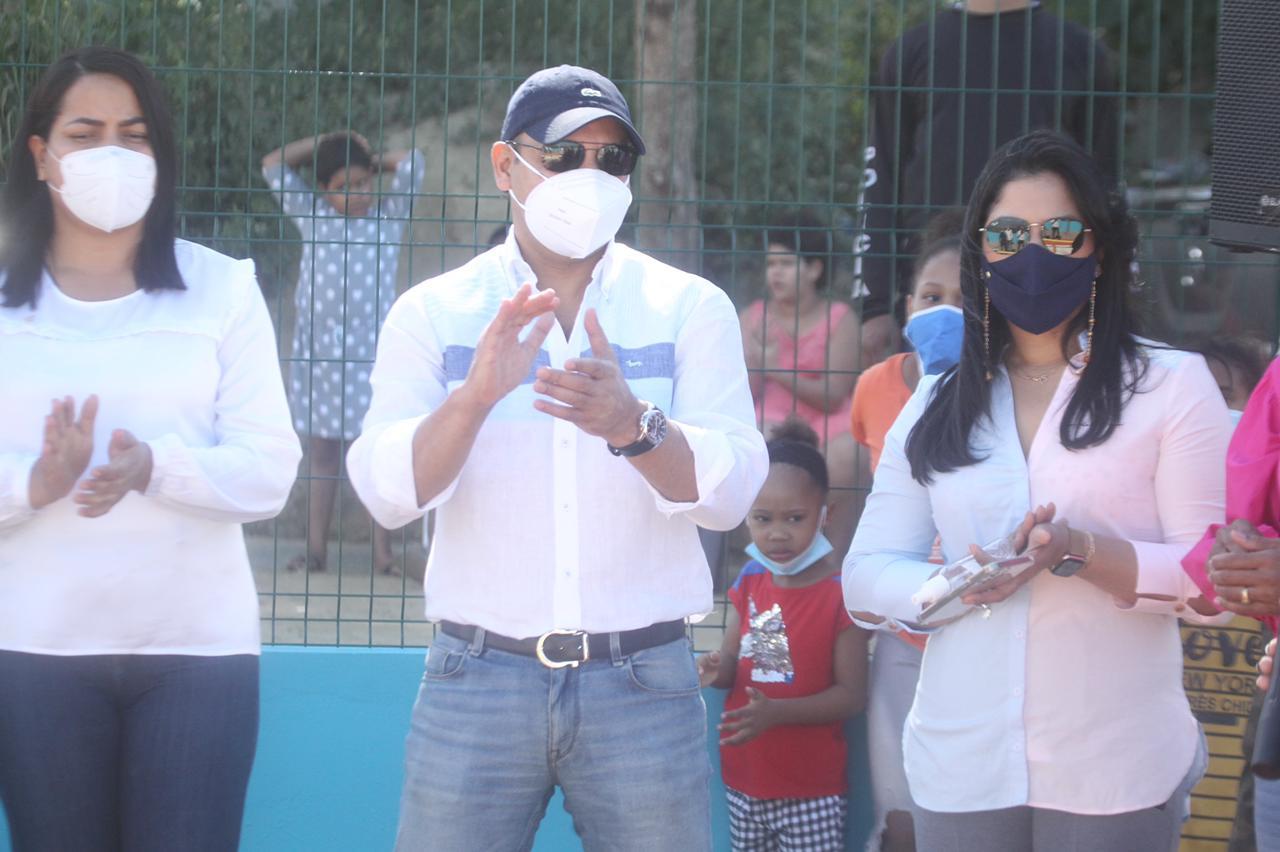 Abel Martínez entrega un parque infantil en Villa Progreso La Herradura., construido con Presupuesto Participativo