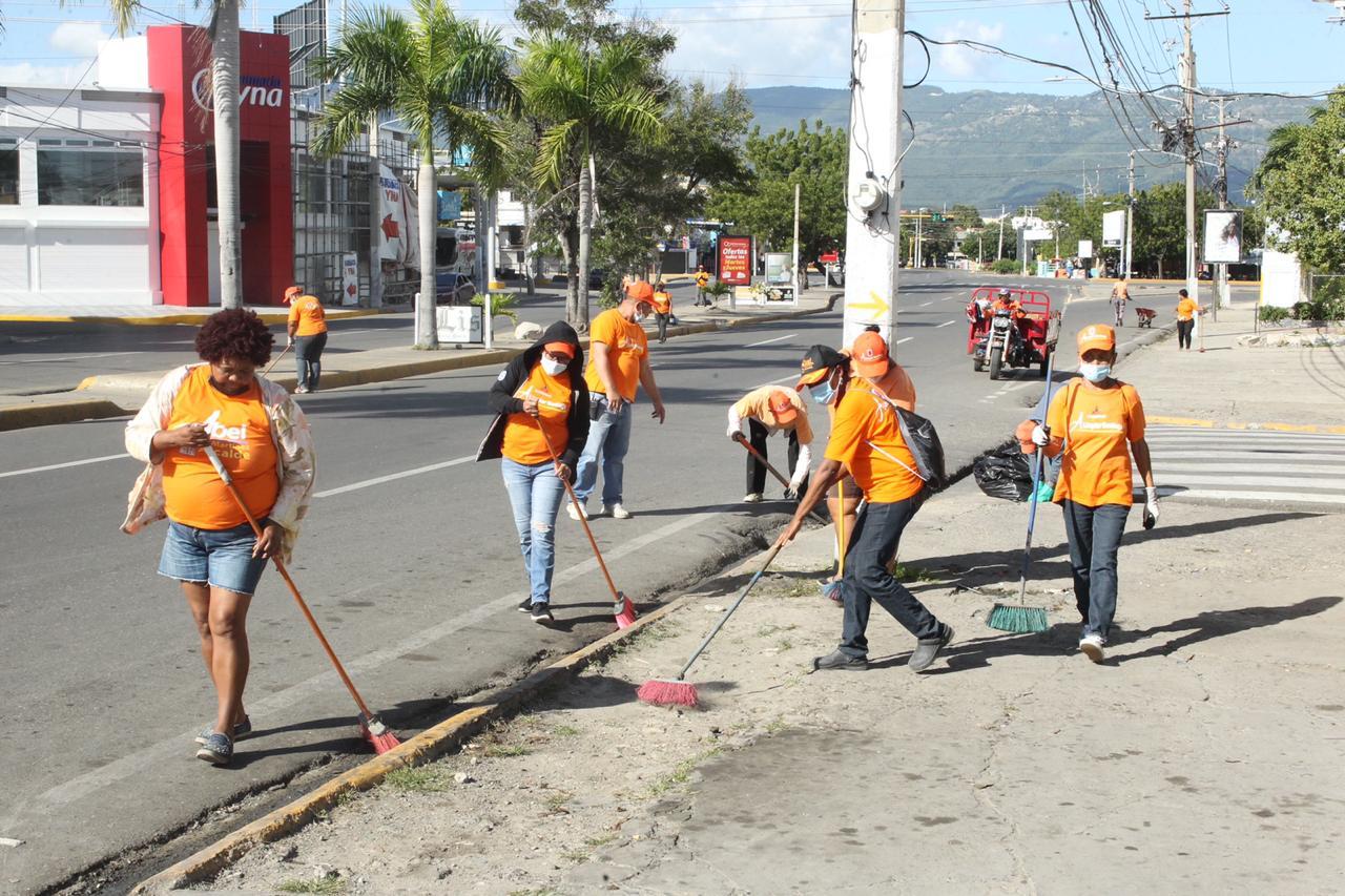 Mientras munícipes estuvieron en casa alcaldía Santiago se mantuvo en operativos de limpieza en todo el municipio