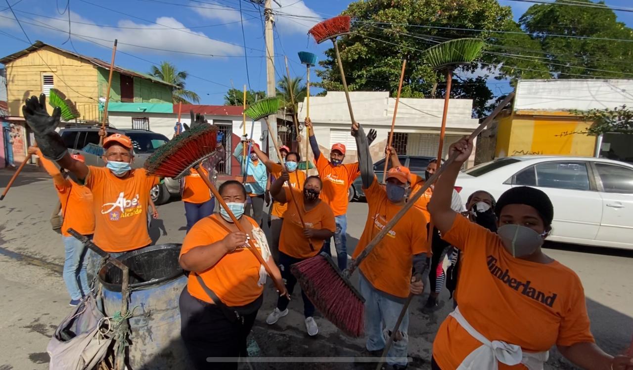 Brigadas municipales al servicio de Santiago se mantienen trabajando de forma ininterrumpida