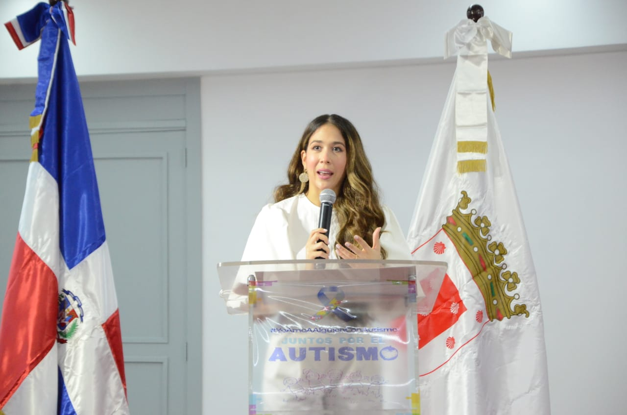 Ayuntamiento Santiago promueve campaña de apoyo a padres de niños con autismo