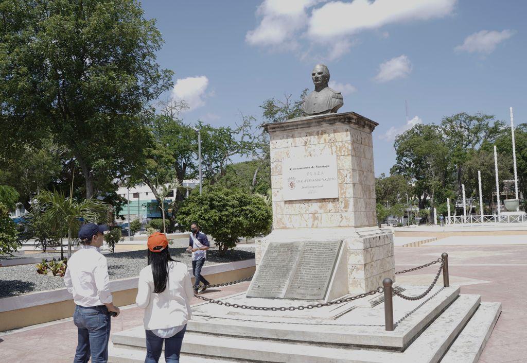 Alcaldía Santiago da toques finales a remozamiento Parque Plaza Valerio