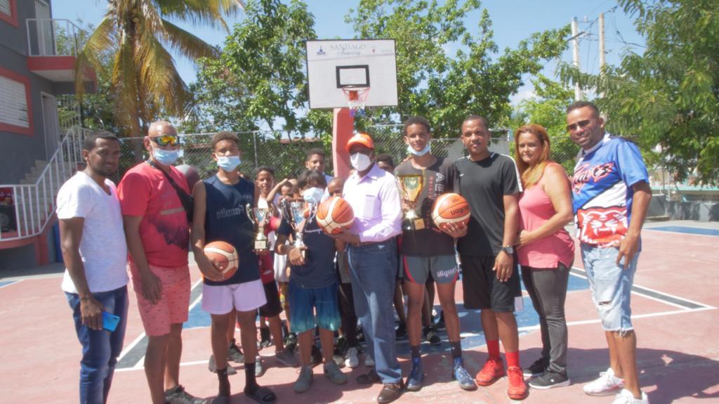 Alcaldía Santiago celebra con éxito III competencia tiro de tres en sectores zona Este del municipio