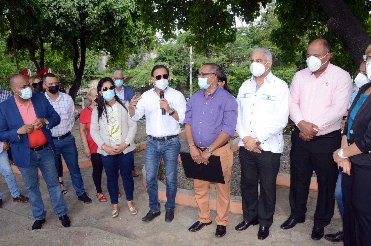 Alcalde Abel Martínez deja iniciado el remozamiento parque El Congo