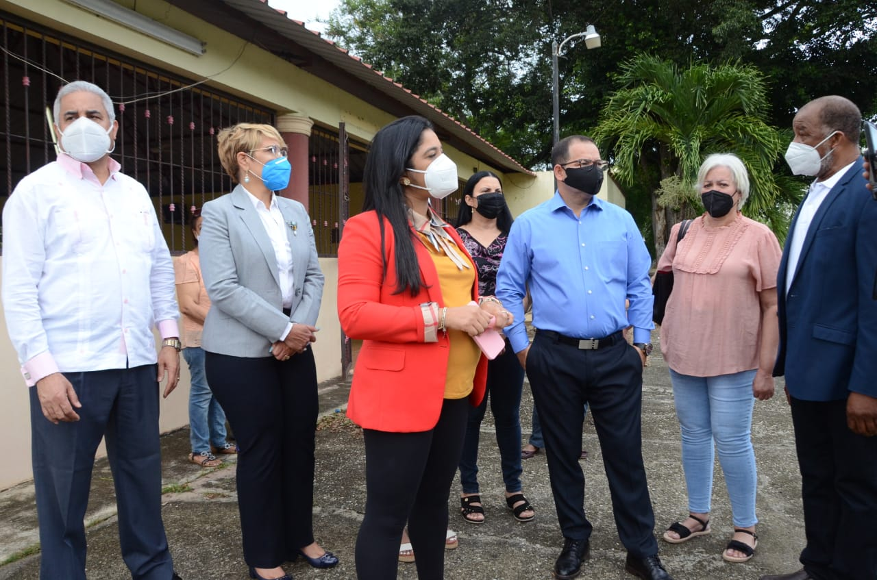 Alcaldía Santiago inicia la construcción de cancha mixta en Las Américas