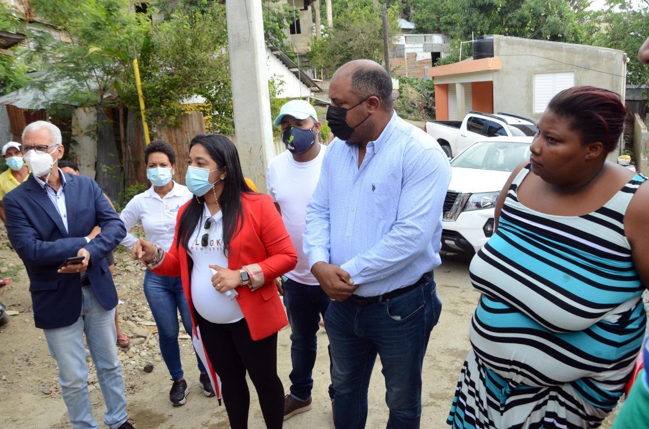 En este momento estás viendo Alcaldía Santiago inicia asfaltado de calles en Zamarrilla y Villa Liberación