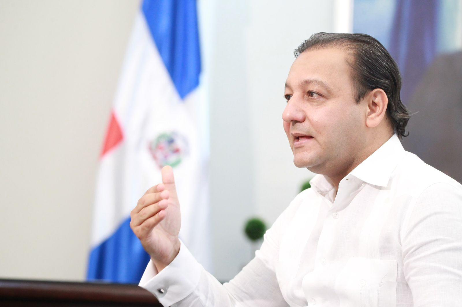 En este momento estás viendo Abel Martínez manifiesta preocupación por contaminación Río Yaque del Norte
