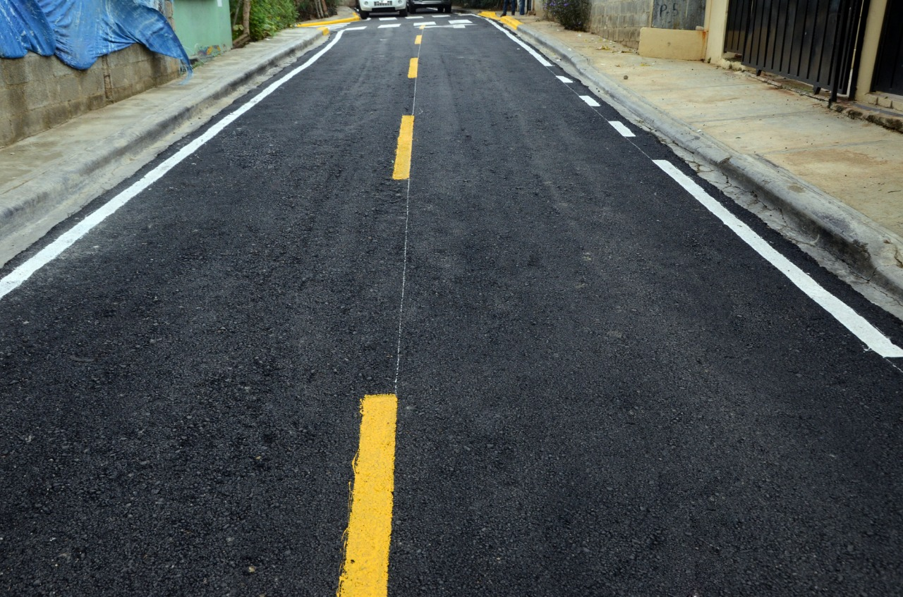Lee más sobre el artículo Alcaldía Santiago entrega calles completamente asfaltadas en barrio Hato Mayor