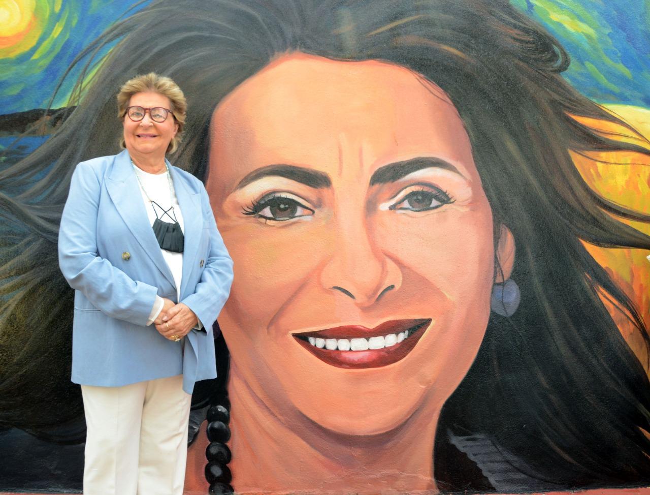 Lee más sobre el artículo Alcaldía Santiago rinde homenaje a Socorro Castellanos con un bello mural