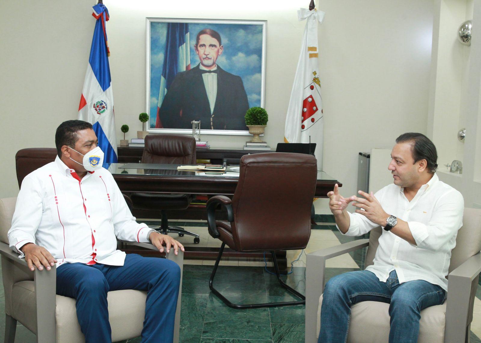 Lee más sobre el artículo Alcalde Abel Martínez se reúne en su despacho con Víctor D'Aza secretario general LMD
