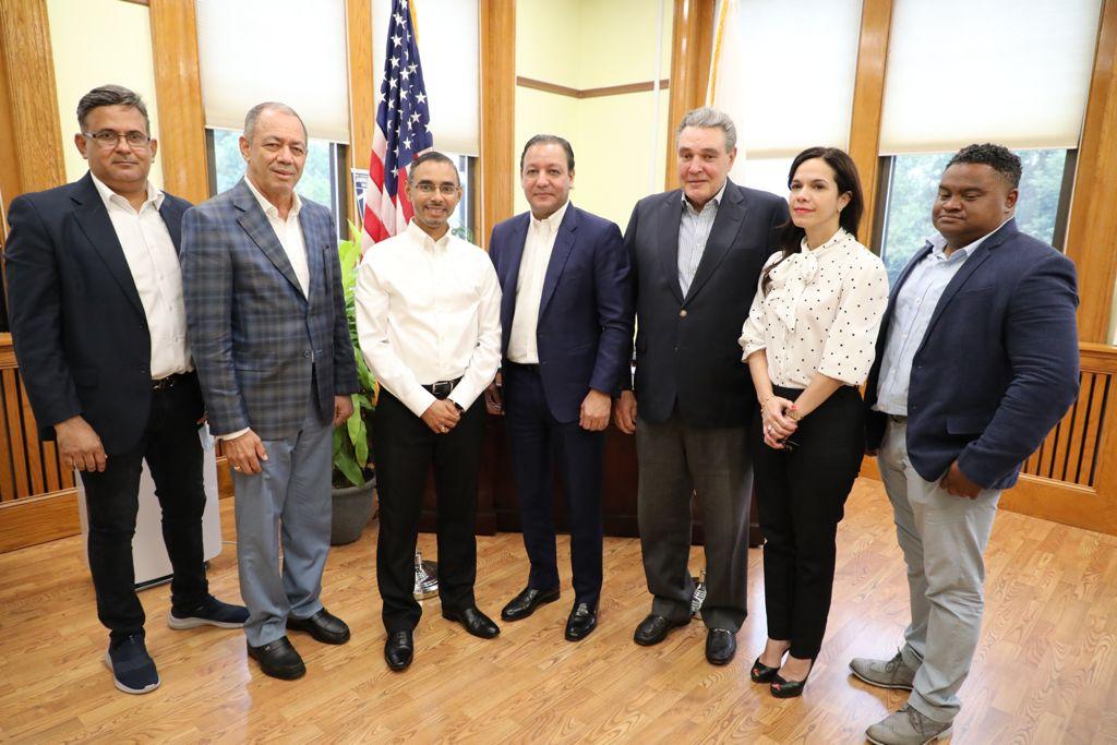 En este momento estás viendo Alcalde Abel Martínez recibe reconocimientos de importantes representantes estatales en EEUU