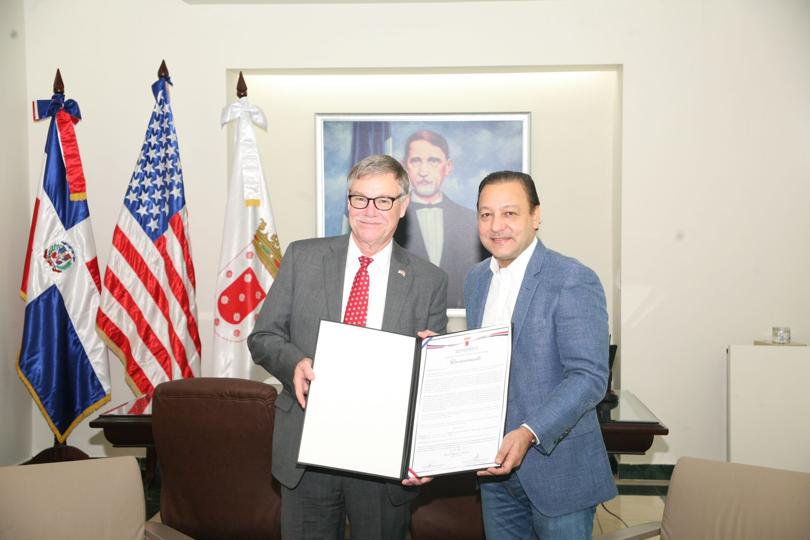 En este momento estás viendo Abel Martínez recibe al alcalde de Fort Myers quien está de visita en Santiago