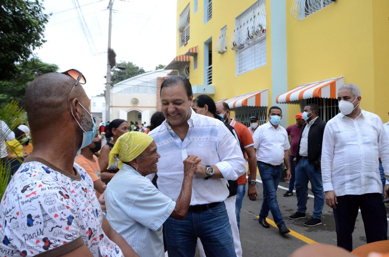 Lee más sobre el artículo Abel Martínez entrega obra de embellecimiento en sector Los Pepines