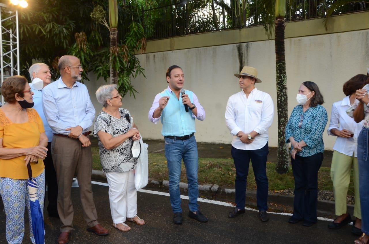 En este momento estás viendo Alcalde Abel Martínez entrega importante obra en Reparto Tavarez Oeste