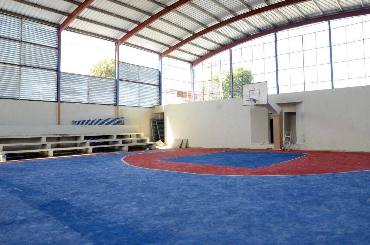 Lee más sobre el artículo Alcalde Abel Martínez instruye para terminación en el menor tiempo de un techado en Hato del Yaque