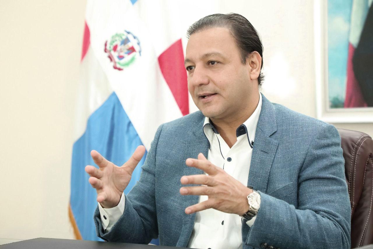 Lee más sobre el artículo Alcalde Abel Martínez califica de irresponsabilidad de Salud Pública suspensión jornada vacunación