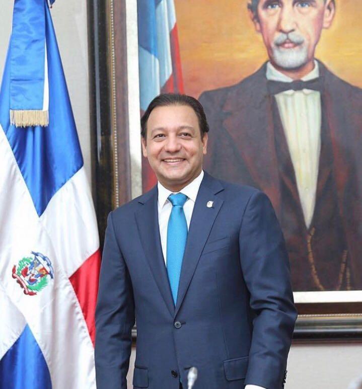 En este momento estás viendo Alcalde Abel Martínez concluyó la semana iniciando cinco nuevas obras en comunidades de Santiago