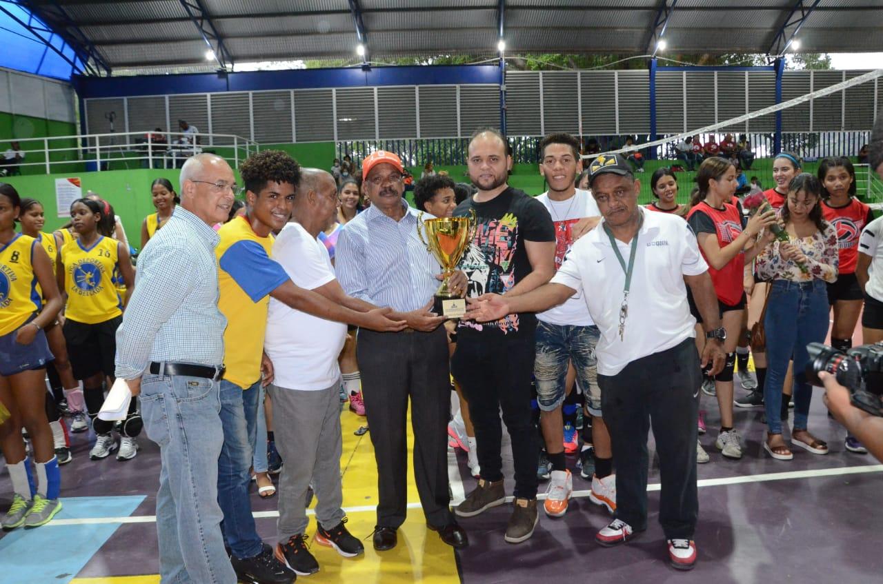 Lee más sobre el artículo Alcaldía de Santiago inaugura quinta versión Torneo Pre-Superior de Voleibol Femenino