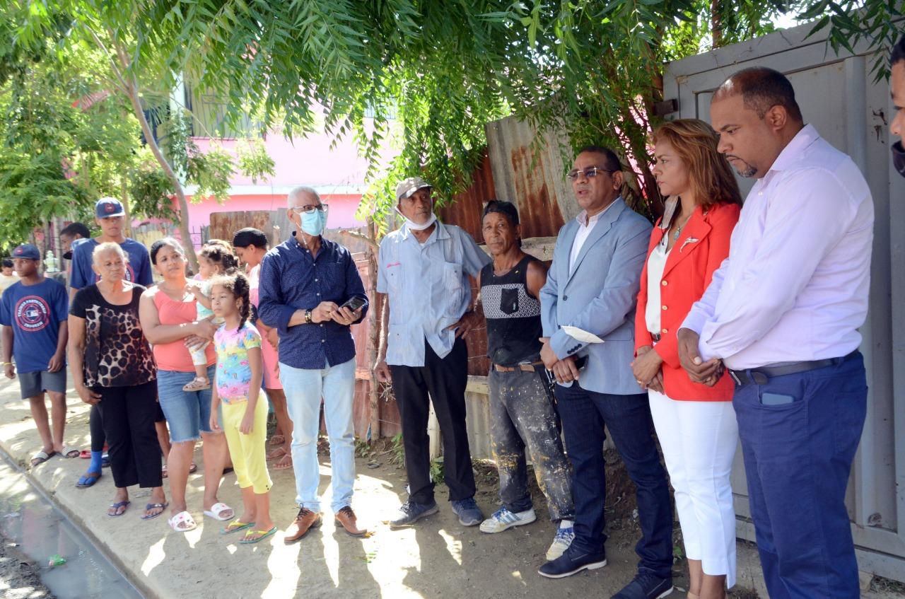 Lee más sobre el artículo Ayuntamiento de Santiago inicia construcción de aceras, contenes y asfaltado en calle La Otra Banda
